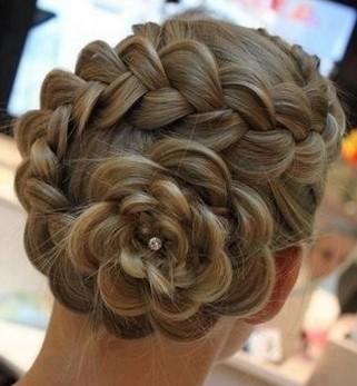 編み込み・花の髪型