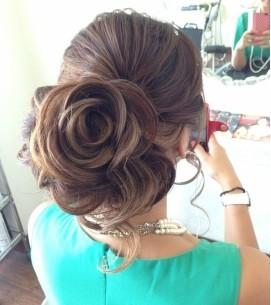 編み込み・バラの花の髪型