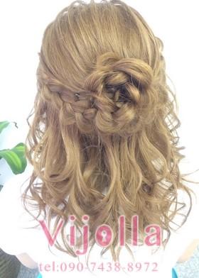 ふわふわ編み込み・花の髪型